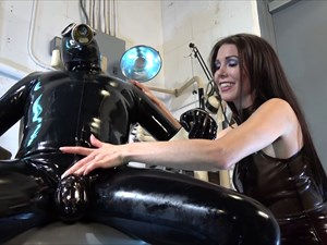 Miss Susie´s Latex Chastity Slut