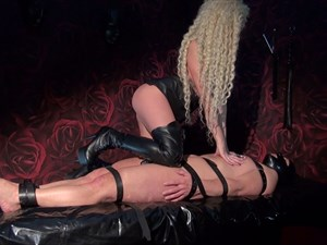Mistress Krista - Hot Face-Sitting