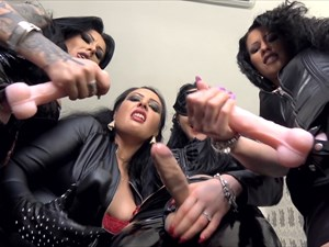 4 Ladies, 4 Strap-on´s - POV