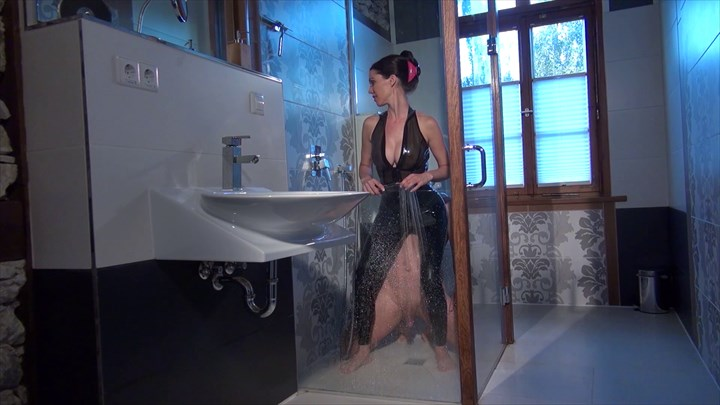 Latex Worship in the Shower Smothering Latex