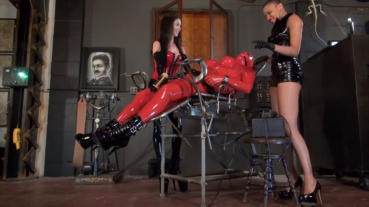 The Rubber Doll and the Venus 2000 2-on-1 Action Ebony Domination