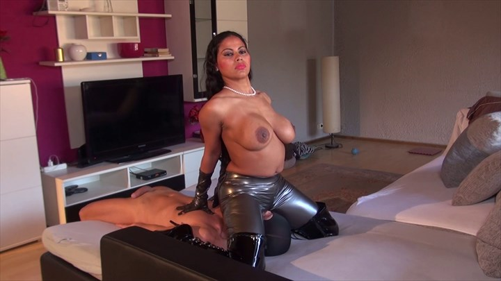 India Amazonas - Fetish Face-Sitting Domination/FemDom Fetish Face-Sitting/Smothering