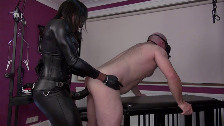 The Kinky Fetish Strap-on Goddess Kiana Anal Stretching Ebony Domination Strap On