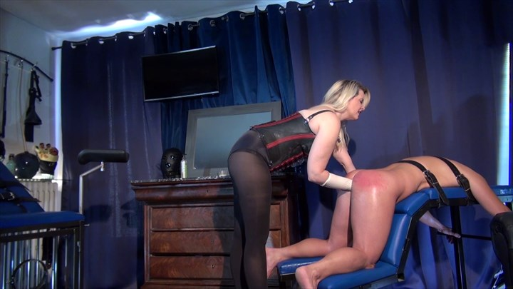 Domina M Is Fisting Her Slave Fisting Anal Stretching
