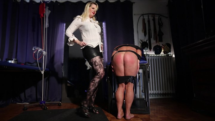 Domina M´s CP Slave Corporal Punishment