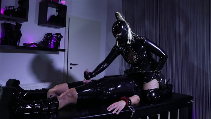 Latex Face-Sitting  Latex