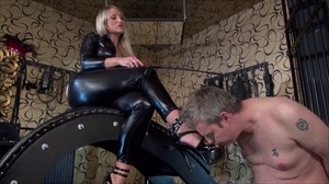 Calea´s Dirty Slave Boot Fetish Smoking
