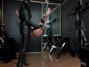 Dominatrix Dinah´s XL Strap-on