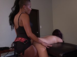 Jasmines is fucking her Slave Girl