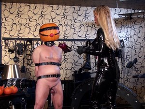 Calea Toxic and her Halloween Slave