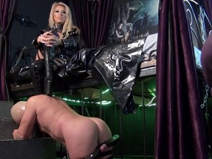 Mistress Saida - Worship