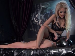 Mistress Saida - Sexy Face-Sitting