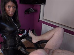 The Kinky Fetish Strap-on Goddess Kiana