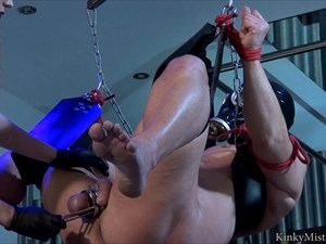 Electro Sounds And Stretched Balls