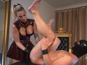 Fisted By Aurora Nia Noxx