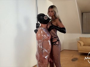 Klarissa Leone - Clingfilm nipple play